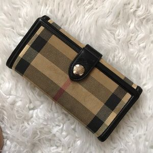 Beautiful BURBERRY woman wallet made in Italy
